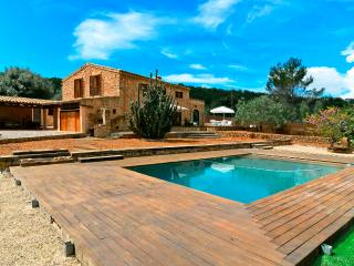 Bright Villa with Shared Outdoor Pool and Television in Marratxi - Marratxi vacation rentals