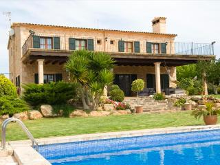 Nice Villa with Internet Access and Shared Outdoor Pool - Porto Cristo vacation rentals