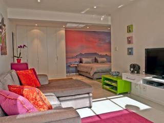 121 Ocean View Drive STUDIO APARTMENT, Green Point - Sea Point vacation rentals