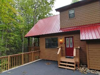 Cabin near downtown Gatlinburg in a wooded setting Catch a Falling Star 1127 - Gatlinburg vacation rentals