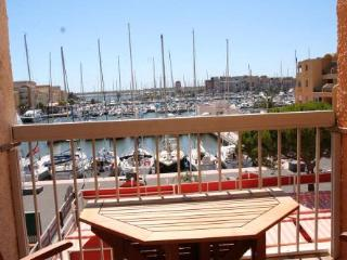 Apartment by the beach with pool & stunning views - Gruissan vacation rentals