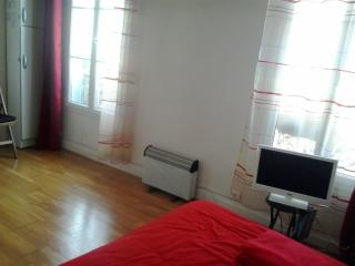 COZY STUDIO (2) WITH VIEWS OF PARIS by day/month - Paris vacation rentals