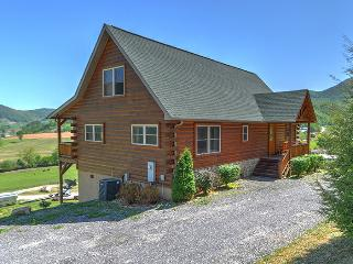 Summer cycle escape, 3/3 log, paved roads, VIEWS! - Maggie Valley vacation rentals
