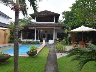 Villa with seperat Bungalow,Seminyak,near Beach, - Seminyak vacation rentals