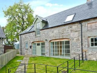 1 KENACLACHER STEADING, family holiday home, coalburning stove, lawned gardens, ample parking, near Kinloch Rannoch, Ref 29655 - Perth and Kinross vacation rentals