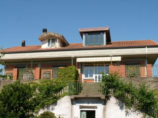Bright 2 bedroom Linguaglossa House with Deck - Linguaglossa vacation rentals