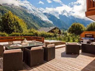 Modern Chalet Solaire with private en-suites, enjoy Mont Blanc views from the jacuzzi - Les Praz-de-Chamonix vacation rentals