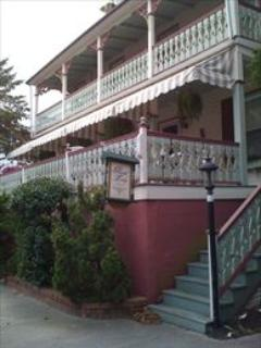 """Painted Lady"" 2BD/1.5BA on North. Sleeps 6. 109609 - Image 1 - Cape May - rentals"