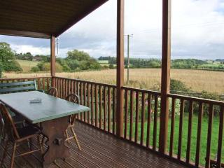 EAGLE RISE LODGE, WiFi, dishwasher, lovely rural views, en-suite facilities, detached lodge near Kinlet, Ref. 30086 - Cleobury Mortimer vacation rentals