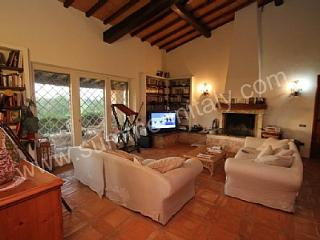 Comfortable House with Deck and Internet Access - Pescia Romana vacation rentals