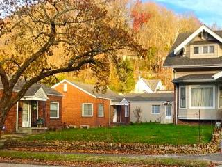 Harlan Private Guesthouse 302: 2 BDRM Washer/dryer - Louisville vacation rentals