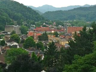 Harlan Private Guesthouse 304: 2 BDRM Washer/dryer - Louisville vacation rentals