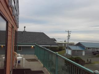 Beach front,w/ hot tub in roof,w/paranomic view - Rockaway Beach vacation rentals