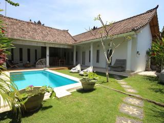 Charming & Quiet Villa 3 bedrooms - Seminyak - Seminyak vacation rentals