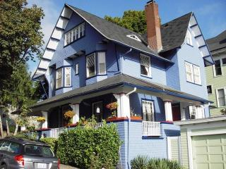Perfect Location Apt in Victorian Home on NW 23rd - Portland vacation rentals