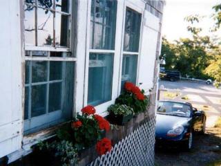 Waterfront Cottage On Gardiner