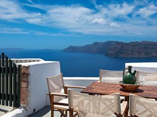 Charming Villa with Towels Provided and Refrigerator - Oia vacation rentals