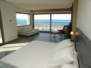 Lujoso chalet turístico en primera línea de mar (8 plazas) Ref 30659 - Son Serra de Marina vacation rentals