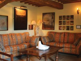 4 Bedroom Tuscan Farmhouse at Agriturismo il Capan - Pieve Santo Stefano vacation rentals