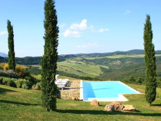 Luxurious hilltop villa between Tuscany & Umbria - Trevinano vacation rentals