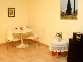 Appartment for 4 in Linyola (Lleida) with Air Co - Cubells vacation rentals