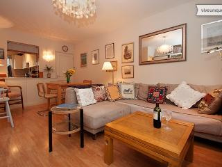 2 bed on Bartle Road with garden, Notting Hill. Sleeps 4. - London vacation rentals