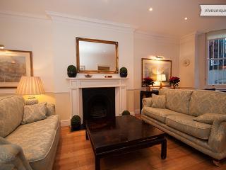 Egerton Gardens, 3 bedroom 3 bathroom in Elegant Knightsbridge - London vacation rentals
