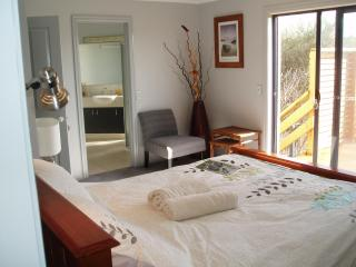"BB, TORQUAY VIC- 1KM FROM THE ""GREAT OCEAN ROAD"" - Jan Juc vacation rentals"