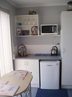"""BB, TORQUAY VIC- 1KM FROM THE """"GREAT OCEAN ROAD"""" - Jan Juc vacation rentals"""