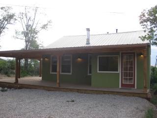 Charming 2 Bedroom Casita near Taos Plaza. - Taos vacation rentals