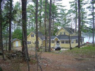 'Mellow Yellow' - 5 Bedroom Luxury Muskoka Cottage - Gravenhurst vacation rentals
