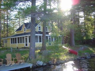 'Mellow Yellow' - 5 Bedroom Luxury Muskoka Cottage - Gravenhurst vacation rentals
