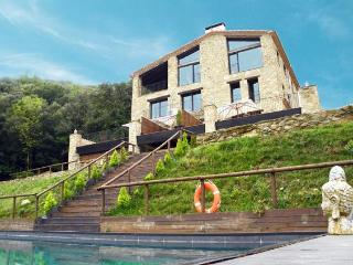 LANDHAUS MAS PRAT DE CASTELLAR - La Vall de Bianya vacation rentals