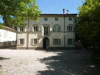 L'ORLANDINA - Prestigious Country Mansion, Own Park - Bondeno vacation rentals