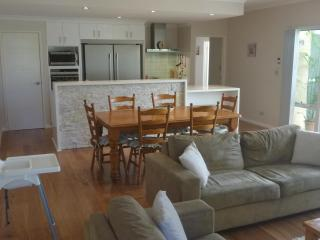 Ocean Keys Cottage - Fully Furnished With WiFi Int - Quinns Rocks vacation rentals