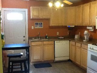 Cozy House with Dishwasher and A/C - Metairie vacation rentals