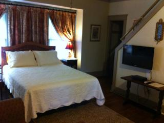 Memphis Belvedere Suites Studio & loft apt - Memphis vacation rentals