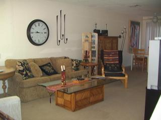South Palm Desert - Deep Canyon Tennis Club Condo - Palm Desert vacation rentals