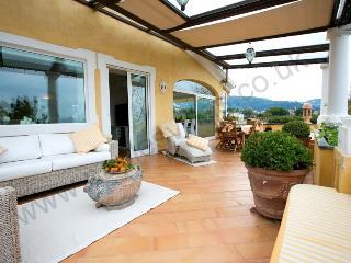 Spacious and elegant apartment near Sorrento town - Meta vacation rentals