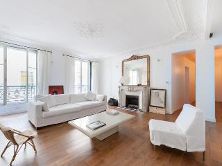 onefinestay - Rue Saint-Lazare apartment - Île Amsterdam vacation rentals