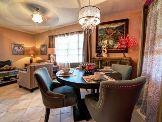 Palm Cottage. Summer Special $150 off a weeks stay - Fort Lauderdale vacation rentals