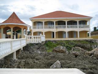 Casa De Mar  === Waterfront Villa Rental - Blue Mountains National Park vacation rentals