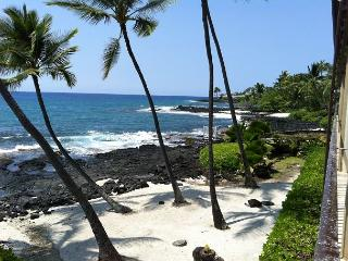 Completely Remodeled, Spacious Oceanfront 2 bedroom condo w/ Airconditioning - Kailua-Kona vacation rentals