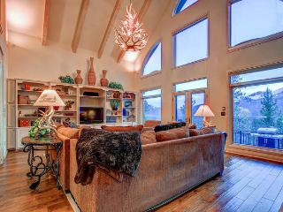 Scenic View Lodge - Hot tub, pool table, views - Breckenridge vacation rentals