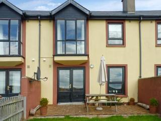3 KING'S CRESCENT, terraced cottage, woodburner, enclosed garden, sea views, in Arthurstown, Ref 28005 - County Wexford vacation rentals