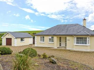 BERTHA'S HOUSE, detached, open fire, enclosed garden, parking, near Camolin and Ferns, Ref 28037 - Ferns vacation rentals