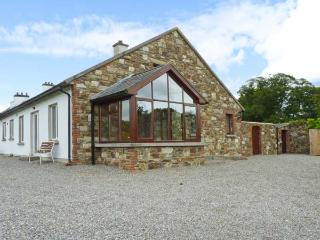 THE RANGE, semi-detached cottage, next to owner's farmhouse, parking, garden, in Enniscorthy, Ref 29694 - Enniscorthy vacation rentals
