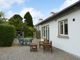 THE RANGE, semi-detached cottage, next to owner's farmhouse, parking, garden, in Enniscorthy, Ref 29694 - Enniscorthy vacation rentals