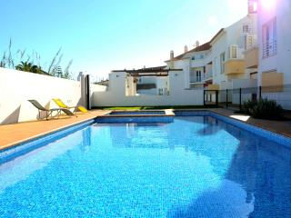 Bright 2 bedroom Baleal Apartment with Internet Access - Baleal vacation rentals