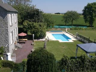 Detached 4bd Farmhouse, Private Pool, Garden, WIFI - Yvignac-la-Tour vacation rentals